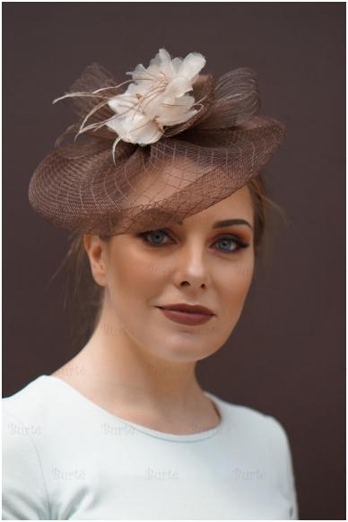Ruda retro skrybėlaitė
