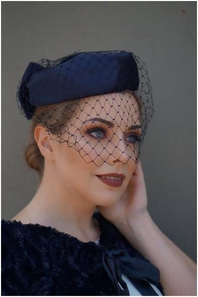 Mėlyna retro skrybėlaitė