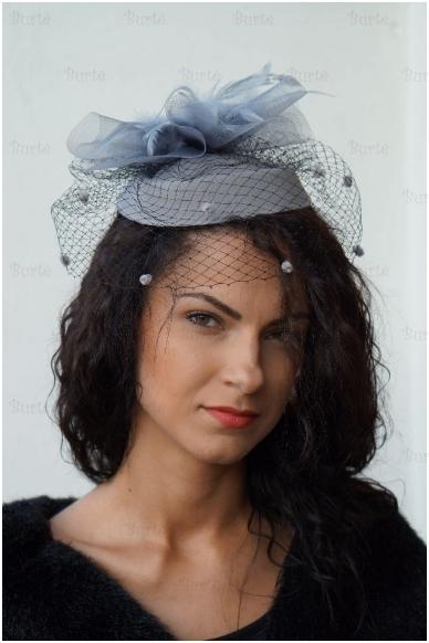 Pilka retro skrybėlaitė