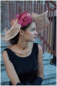 Rausva retro skrybėlė