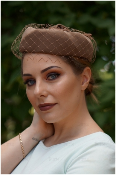 Rusva retro skrybėlaitė 2