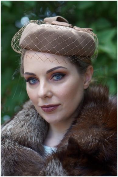 Rusva retro skrybėlaitė