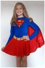 Supermergaite kostiumas